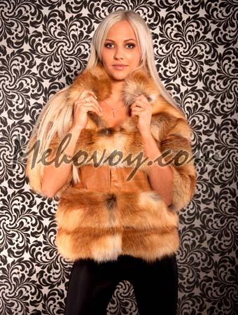 Шуба-жилет из меха рыжей лисы.
