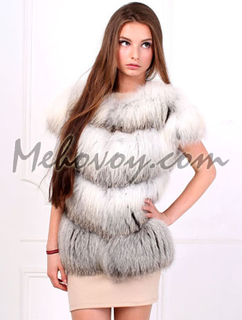 Продам жилетку из белой арктической лисы.
