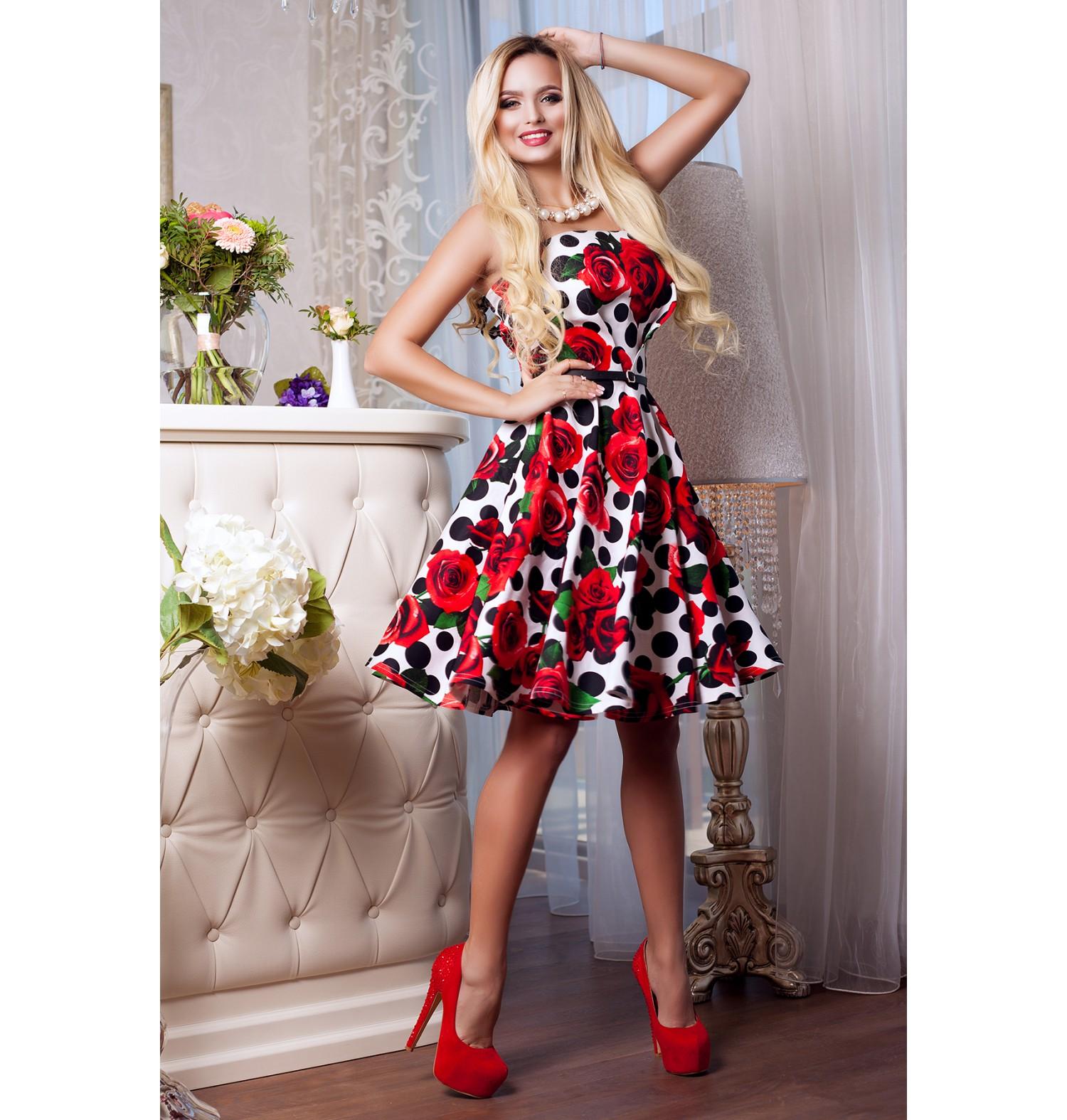 Кокетливое платье с открытыми плечами .