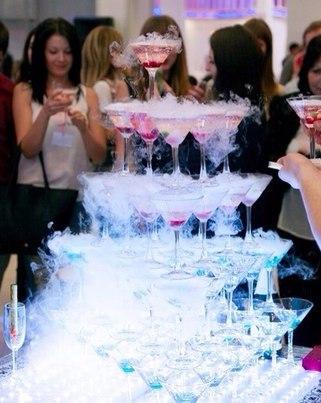 Горка из шампанскогоПирамида из шампанского