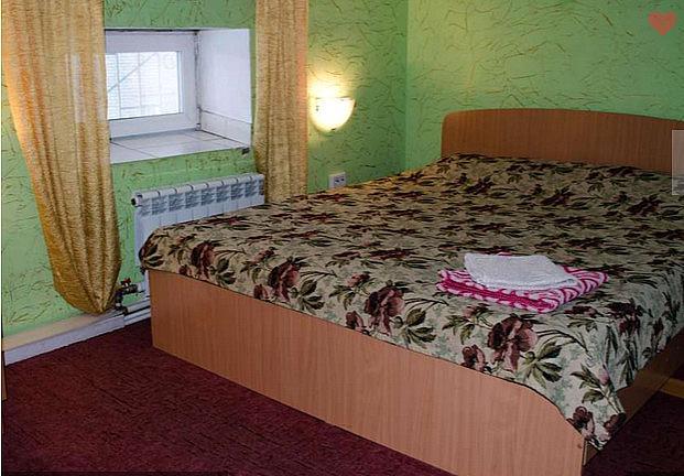 Уютный номер гостиницы Барнаула с кабельным ТВ