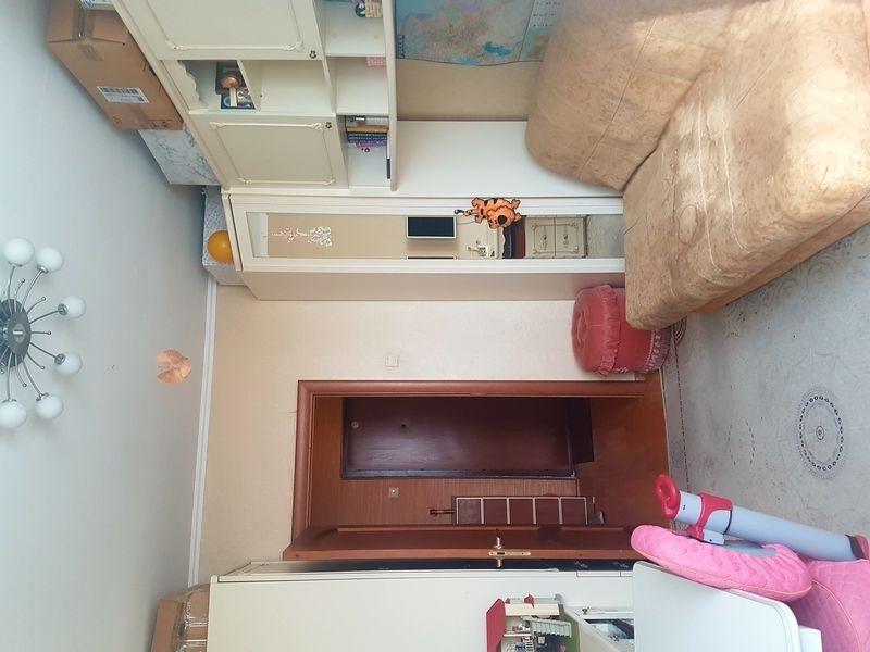 Продается светлая, уютная двухкомнатная квартира.