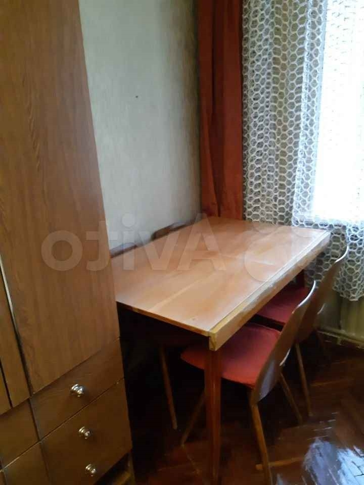Сдатся комната в 3- х комнатной квартире одному человеку.