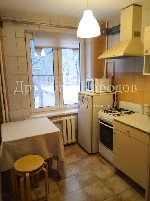 Продается уютная квартира с косметическим ремонтом в хорошем районе Москвы.