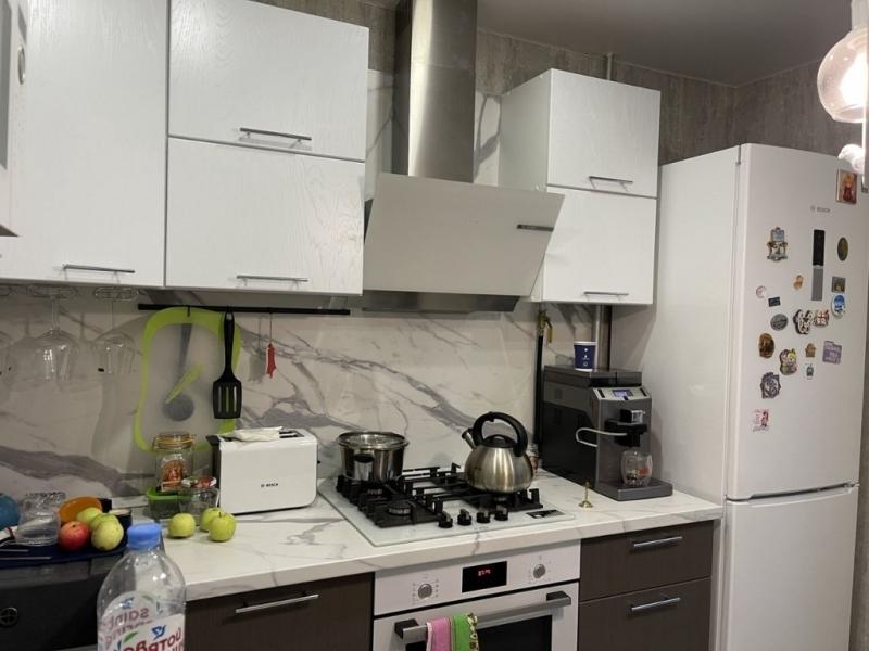 Продается 2-к квартира в прекрасном благоустроенном районе.